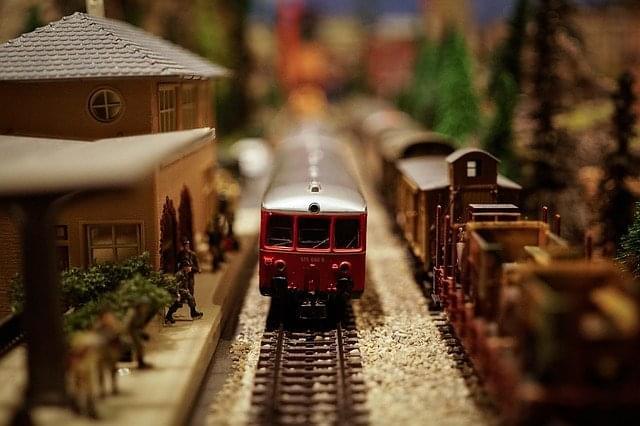 train-1148965_640