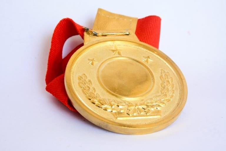 medal-390549-768x512