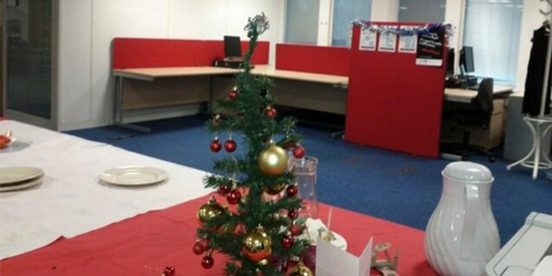 19 of the best and worst office christmas decorations youve ever seen - Office Christmas Decorations
